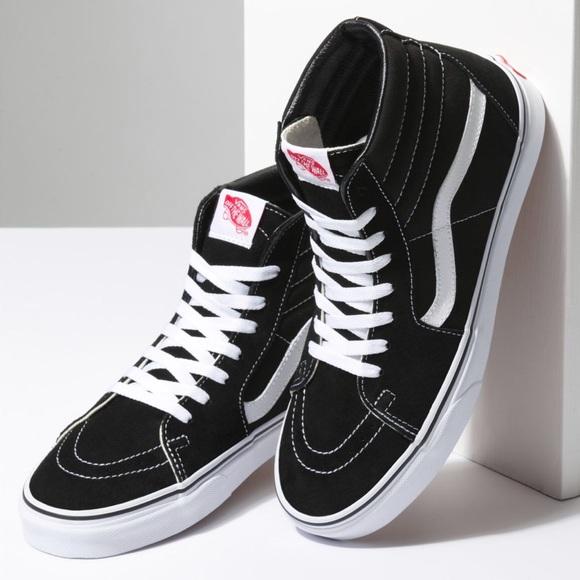 d1040ce8d Vans Old Skool Sk8-Hi Sneakers. M 5b8606a55a9d2149e4ce56fb